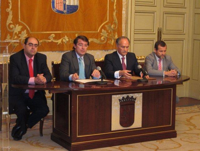 Fernández Mañueco Y Evaristo Del Canto