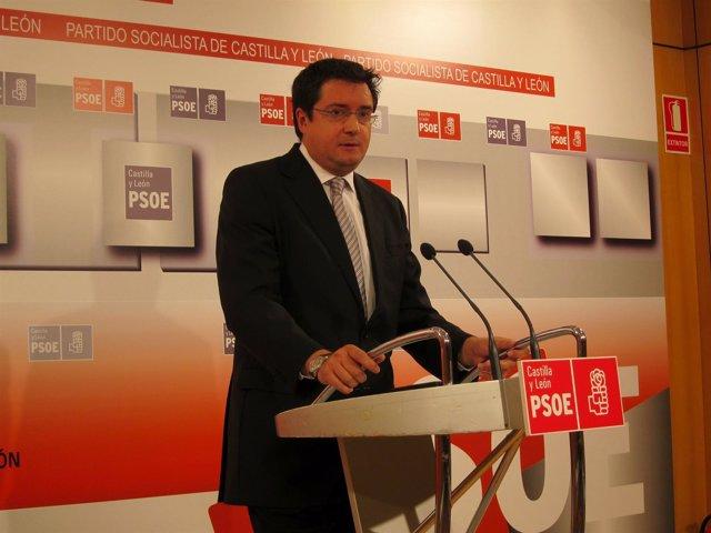 El Secretario Del PSCL, Al Término De La Comisión Ejecutiva Regional