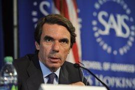 Aznar pide no tratar con equidistancia a víctimas y asesinos