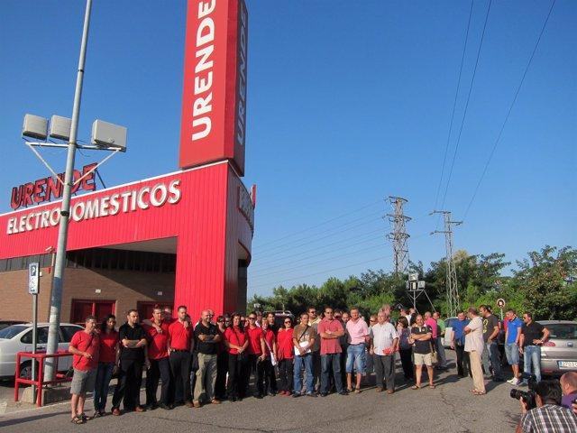 Trabajadores De Urende Ante La Tienda Principal En Córdoba