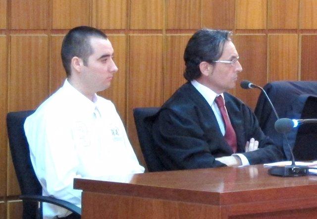 El Acusado Salvador José D.P. Junto A Castaño