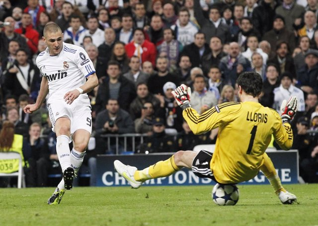 Benzema Bate A Lloris En El Real Madrid-Lyon Del Año Pasado