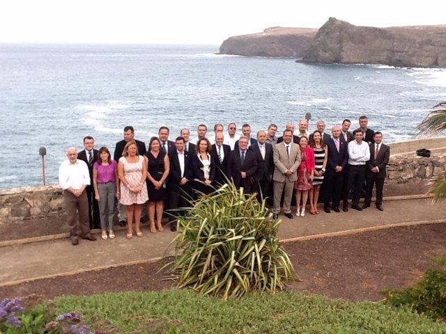 Foto De Familia De Bravo De Laguna Con Los Alcaldes De Gran Canaria