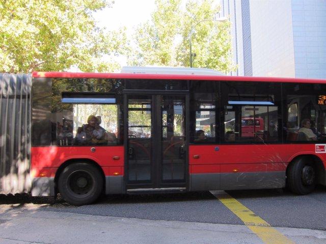 Bus Urbano Por Las Calles De Zaragoza