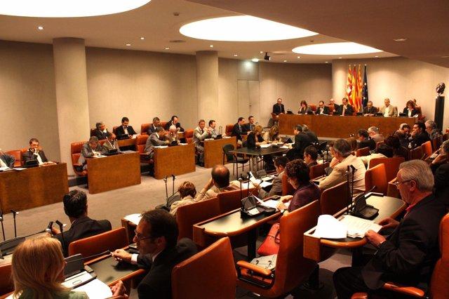 Pleno De La Diputación De Barcelona Presidido Por Antoni Fogué