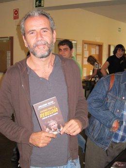 El Actor Willy Toledo, En La Presentación De Su Libro