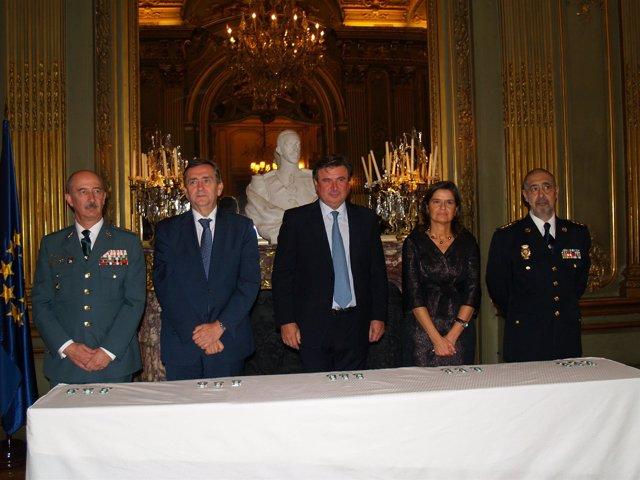 Velázquez Entrega Las Distinciones Al Mérito Policial Y De La Guardia Civil