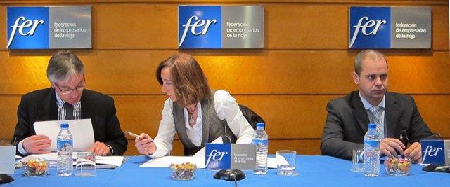 Julia García En El Centro Y Carmelo Areche A La Derecha