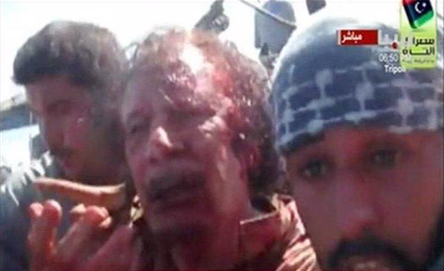 El Exlíder Libio Muamar Gadafi Es Capturado Por Los Combatientes Del CNT