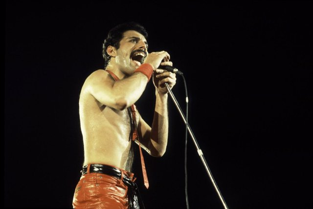 El Cantante De Queen, Freddie Mercury, Durante Un Concierto