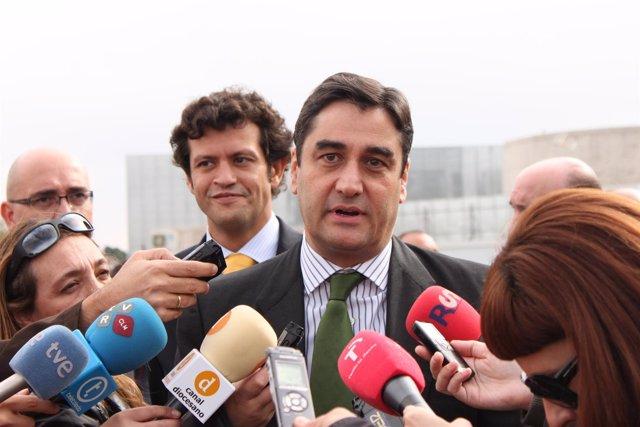 JOSE IGNACIO ECHÁNIZ , CONSEJERO DE SANIDAD , PARAPLEJICOS