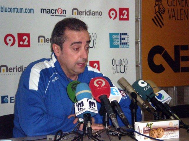 El entrenador del Meridiano Alicante, Txus Vidorreta