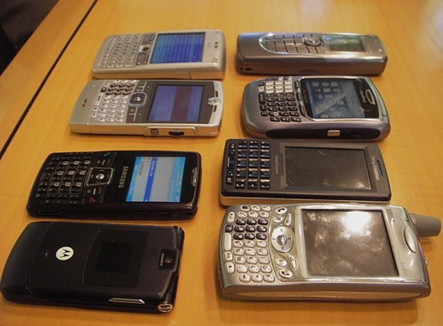 496dd3edc89 La Policía detiene a un joven acusado de vender falsos teléfonos móviles  por Internet