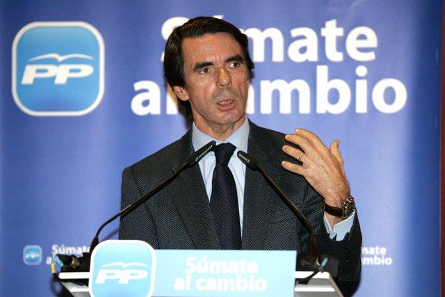El Ex Presidente José María Aznar Durante El Mitin En León