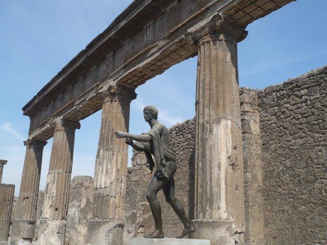 Estatua De Pompeyo En Pompeya