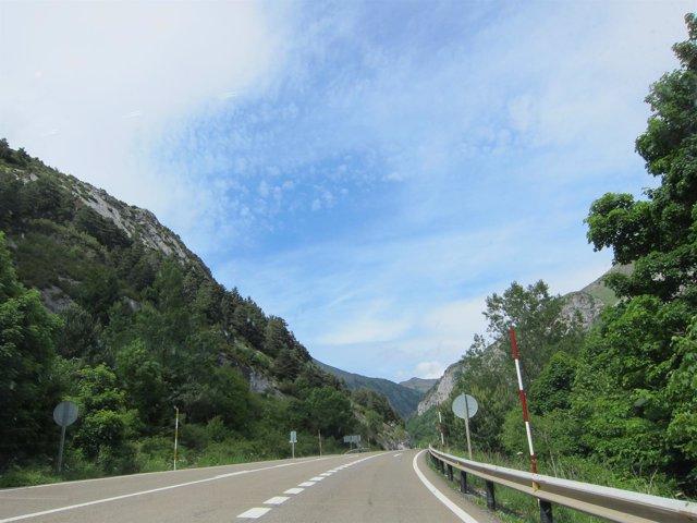 Una De Las Carreteras De La Provincia