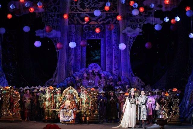 Escena De 'Turandot' De La Compañía De Ópera Internacional Concerlírica
