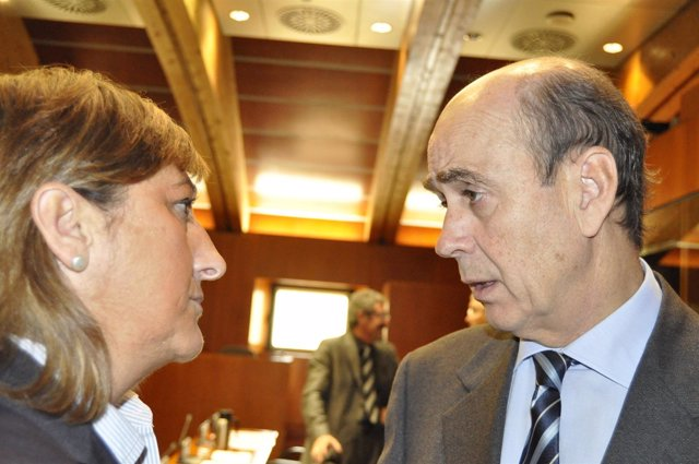 Fernández De Alarcón Charla Con Carmen Pobo En Las Cortes De Aragón