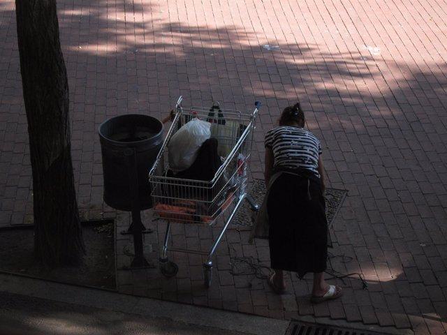 Recogida De Chatarra Por Las Calles De Barcelona