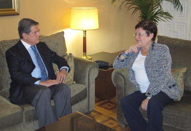 Imagen De La Reunión Entre Luisa Pastor Y Federico Trillo