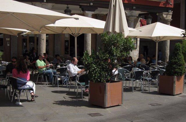 Terraza De Un Establecimiento Hostelero En La Plaza Mayor De Valladolid