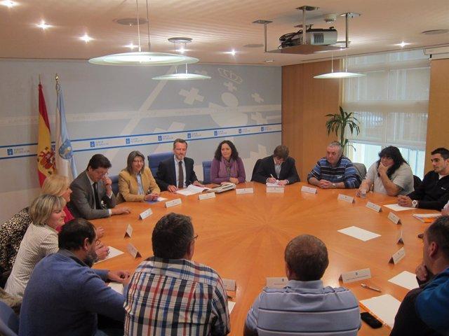 Rosa Quintana Se Reúne Con Mariscadores De La Ría De Ferrol