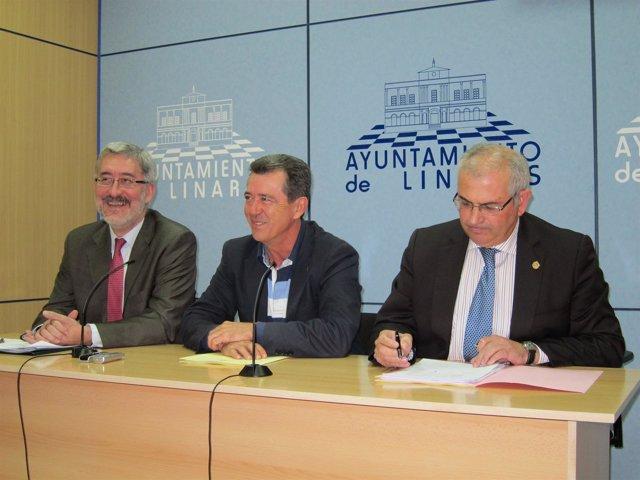 Ávila Junto Al Alcalde De Linares Y El Rector De La UJA