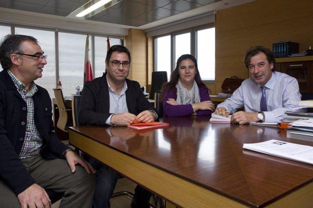 El Consejero De Obras Públicas Con La Alcaldesa De Cabezón