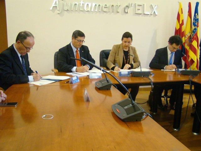 Tres Representantes De Las Tres Universidades De Elche, Junto A La Alcaldesa