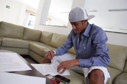 Neymar Firma Su Ampliación De Contrato Con El Santos
