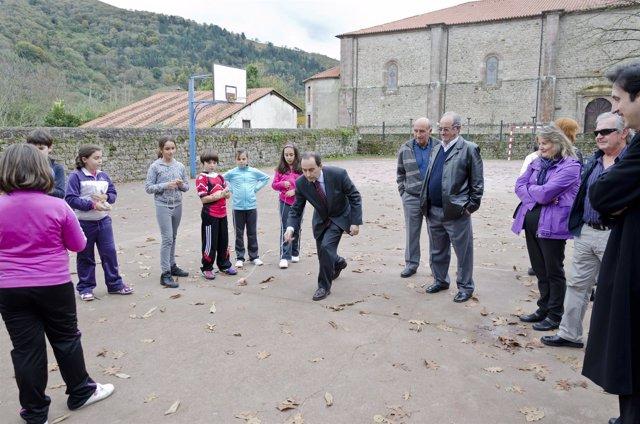 Serna Visita El Colegio Manuel Llano En Terán