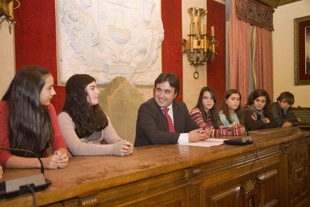 Movellán Recibe A Los Alumnos Del Colegio Juan De Herrera