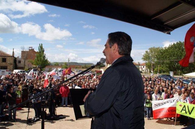 Foto de archivo. Revilla Reivindica El AVE En Monzón De Campos