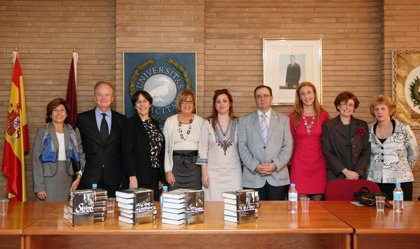 La embajada americana dona la colección 'Library of America' a la UMA