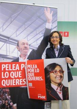 Rosa Aguilar Junto A Un Cartel De Rubalcaba