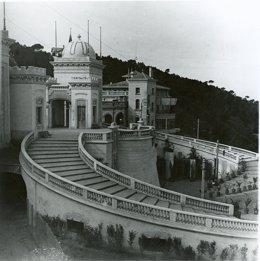 Antigua Casino De La Rabassada, Hoy Sepultado Por La Vegetación