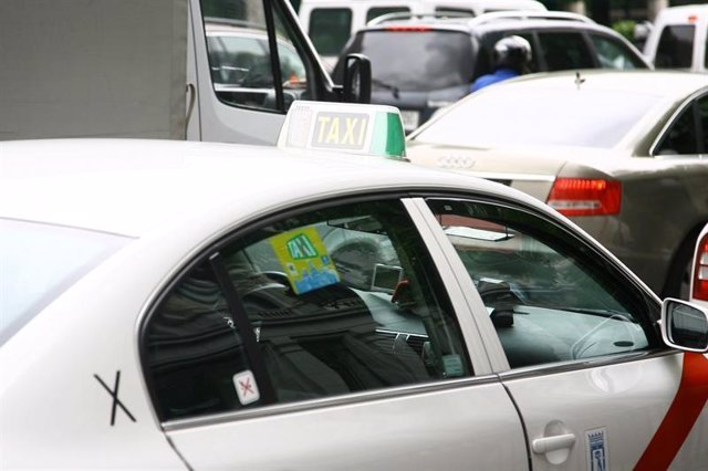 Imagen de taxis en la calle