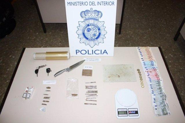 Objetos Y Droga Incautados En Una Operación Contra El Tráfico De Drogas