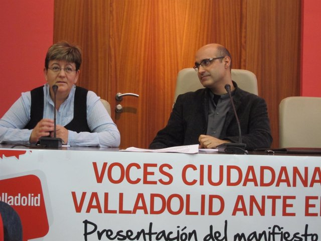 Carpintero Y Espeso, Durante La Presentación Del Manifiesto En Apoyo A Gutiérrez