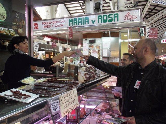 Sixto Reparte Programas Electorales En El Mercado Central De Valencia.