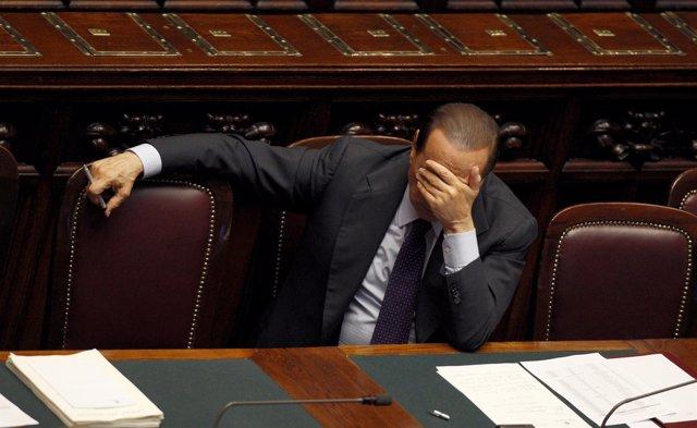 Silvio Berlusconi De Capa Caída En El Parlamento