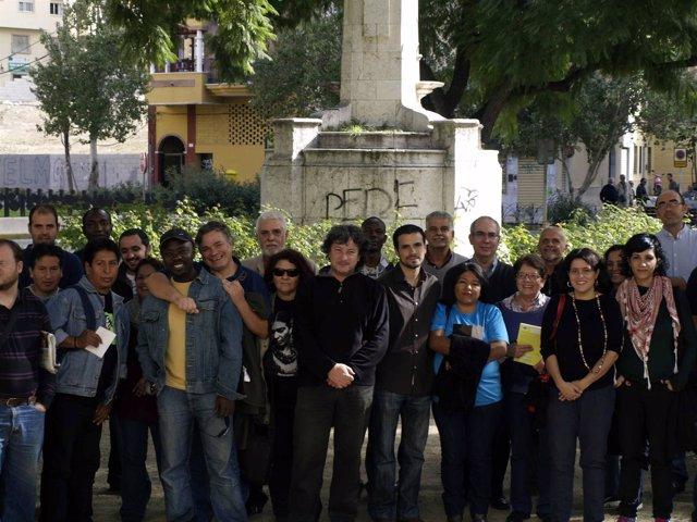 Alberto Garzón Y Pedro Moreno Brenes Se Reúnen Con Inmigrantes