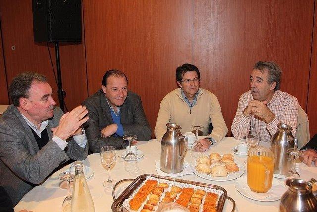 FOTO ACTO SECTORIAL PP LORCA CON AGRICULTORES Y CERDÁ