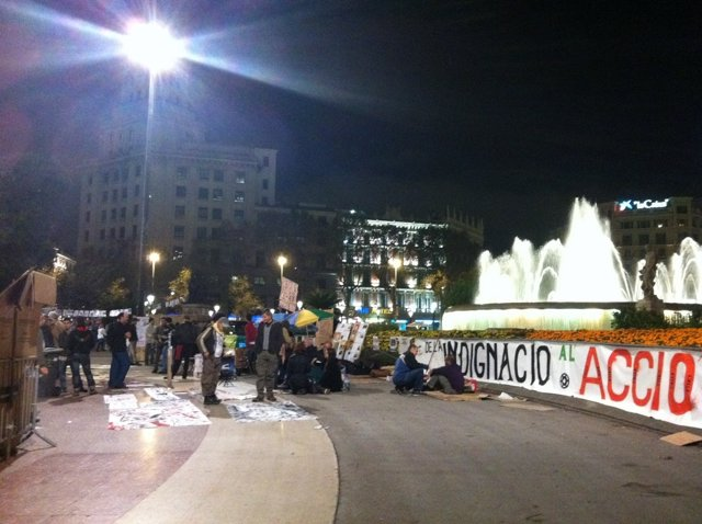 30 'Indignados' Quieren Acampar En Plaza Catalunya (Barcelona) Hasta El 20N