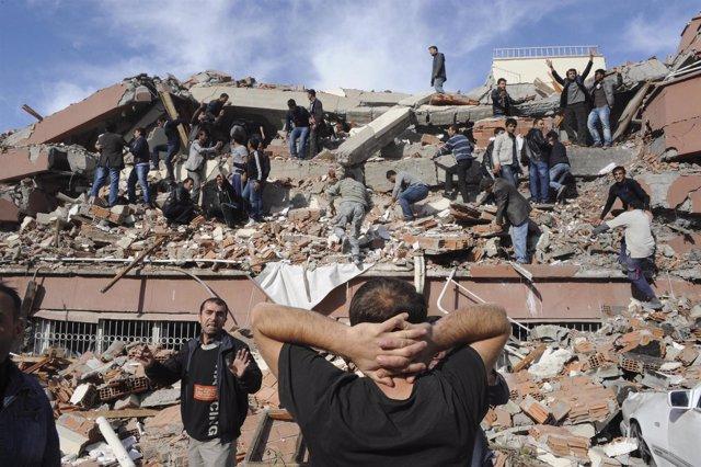 Terremoto De 7,6 En Turquía
