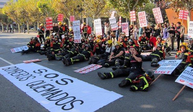 Bomberos De Logroño Protestan Frente Al Palacio De Gobierno