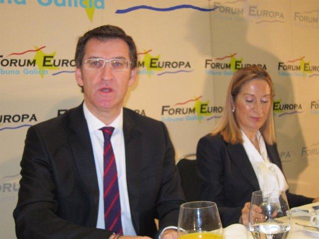 Alberto Núñez Feijóo Y Ana Pastor En Un For En Vigo.