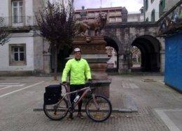 Ricardo Cortés En Bicicleta