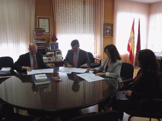 Javier Parra Gª (Izq.) Juan Martínez Moya Y Dolores De Alcocer Aguilar (Dcha.)