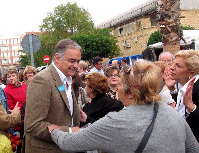 Esteban González Pons En El Mercado De Moncada